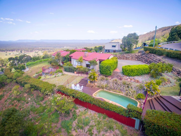 BIMBADEEN ESTATE, Villa 1 || scenic valley views