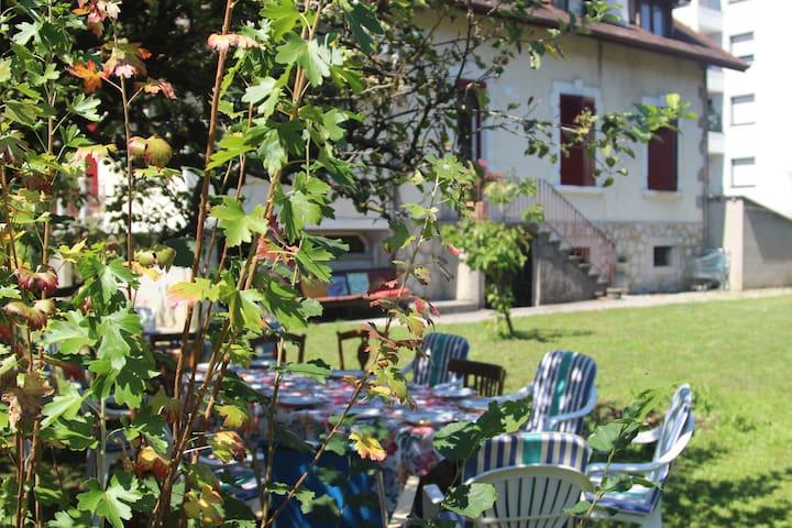 Belle villa savoyarde typique à 4 minutes du lac - อานเนอซี - วิลล่า