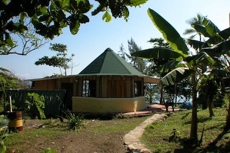 Big Cabin @ Rasta Seaside Farm - Robins Bay