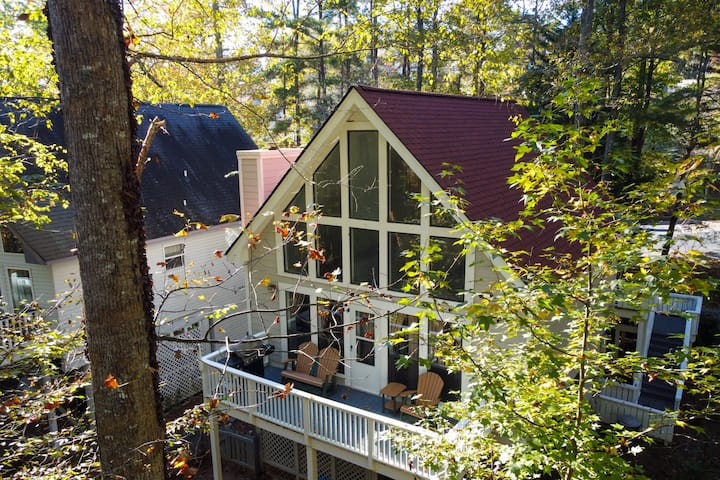 Bell`s Creek Garden Cabin - Charming creekside property with hot tub in downtown Helen