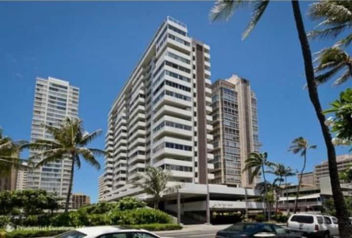 Waikiki High-Rise Studio 30 days min