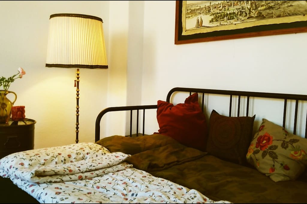 the comfortable double bed (1,60x2,00m)
