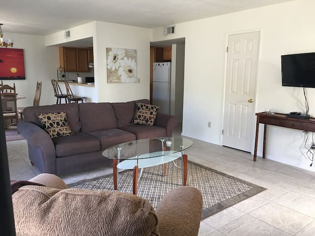 Sunny, Bright, open space 2 bdr Condo, Cozy - Bullhead City - Lyxvåning