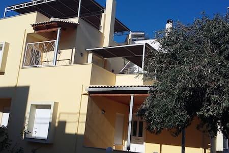 Μεζονετα στον Καστελλοκαμπο - Patras - Hus