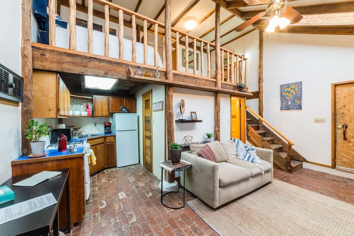 Luna Loft - Cheerful, Airy Casita! Walk to UNM