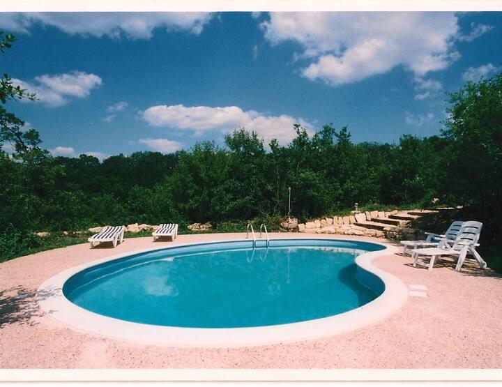 Maison de 5 chambres à Thézac, avec piscine privée, jardin aménagé et WiFi