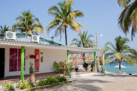 Habitacion Twins ( 2 Camas Dobles) - Cartagena de Indias  - Bed & Breakfast