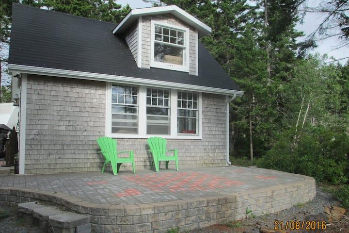 Oceanside Cottage - Relax, Unwind, Explore