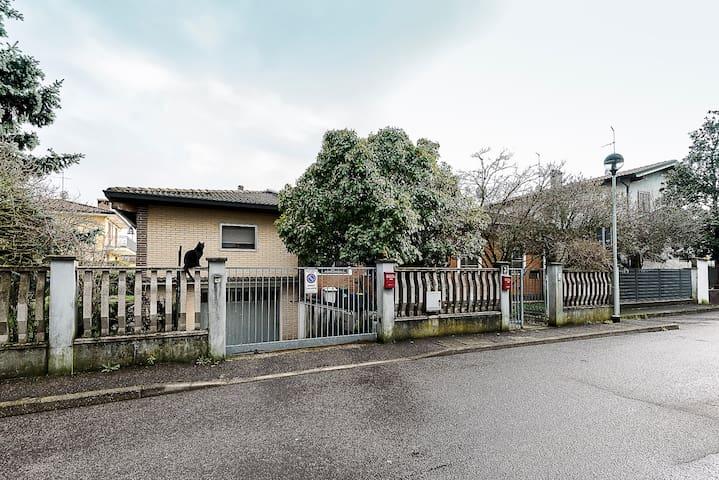 Villa 200sqm+garage&garden - RHO FIERA 15min