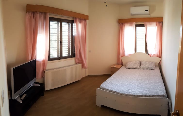 Bright room in quiet area near heart of Nicosia - Nicosia - Departamento