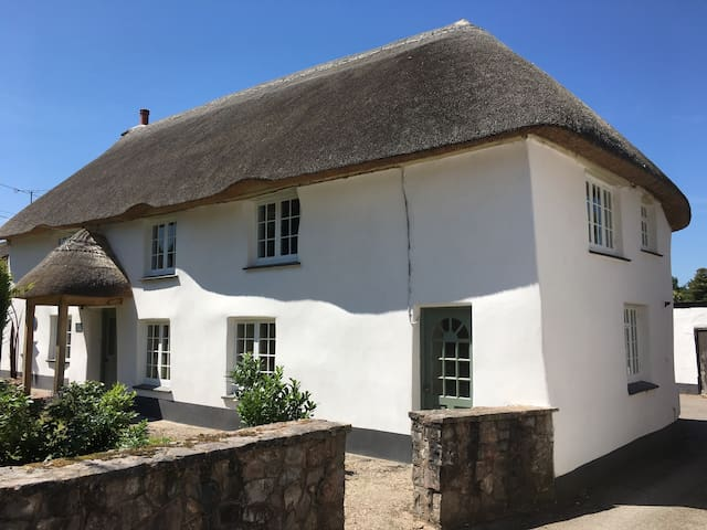 Traditional cottage close to coast, country & city