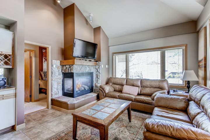 Family-friendly condo w/mountain views, shared pools, hot tubs, fitness & more