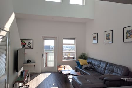 Luxury 2BR Loft in PRIME location w/ views! - Culver City