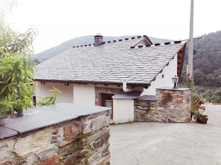 Casa de aldea en Castro de Ouria, Taramundi