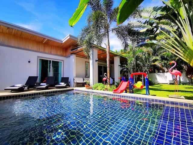 Walk 700M to Kamala beach Life is convenient Villa