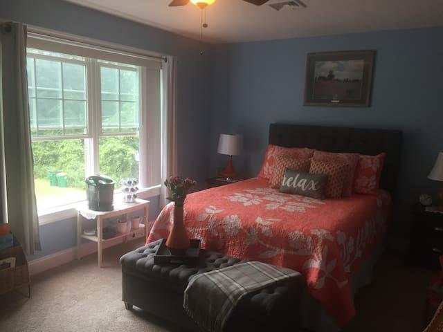 Lafayette Avenue -3 room suite