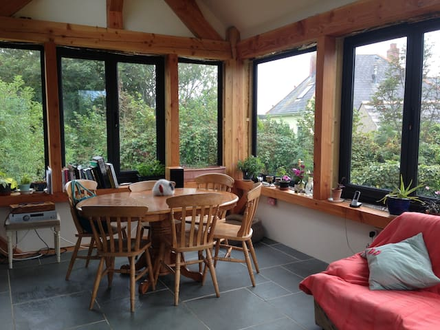 Eco-home 10 minutes from beach and coast path
