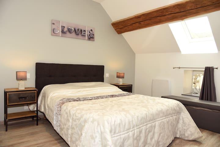 Chambre à coucher à l'étage.