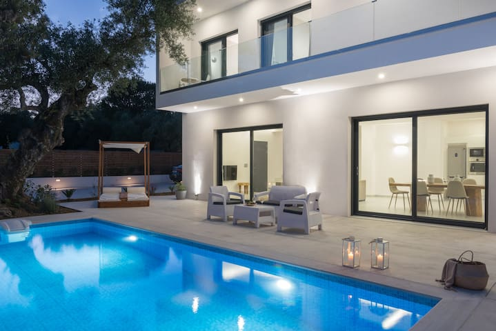 Elia 3-Bredroom Luxury villa 2