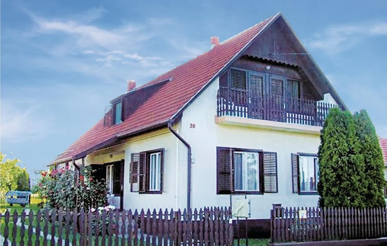 Holiday cottage with 3 bedrooms on 149 m² in Balatonberény