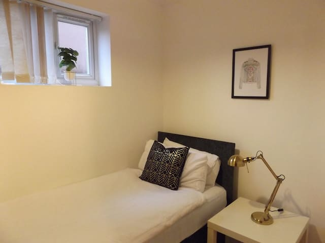Comfortable single room in coventry
