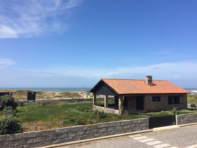 House on the beach, quiet, for 4 to 5 persons - Viana do Castelo - House
