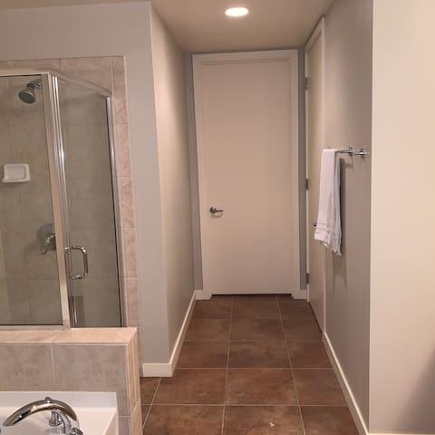 Beautiful 2 bedrooms 2 bathroom high rise loft