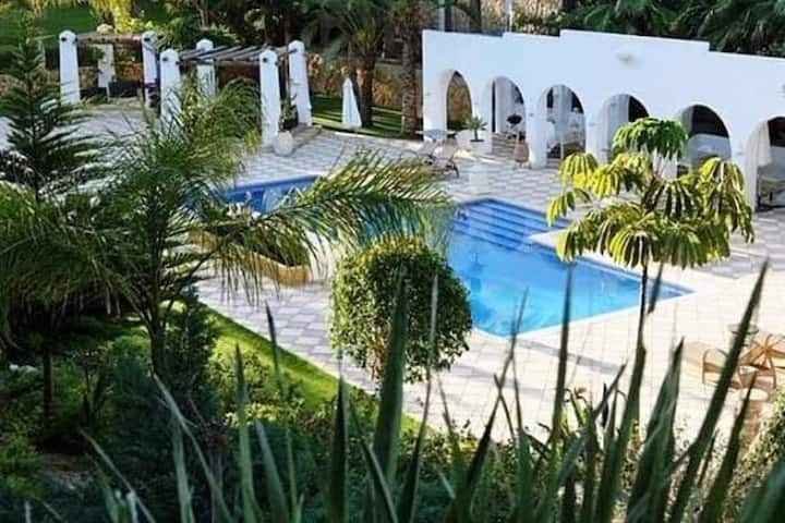 Fantastic Villa, 20-people, 7-bed, 5-bath, 2 pools