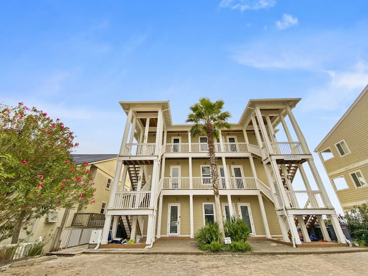 Paradise30A~Leeward I #7 ~ BEACHFRONT ~ Steps to the Beach!
