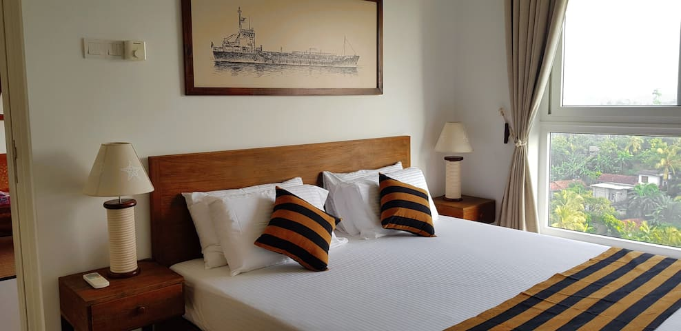 All that a Captain deserves... King bed with natural soft latex mattress, En-suite bathroom, large closets, Air conditioning, Ceiling fan.