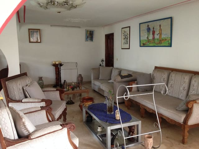 Belle villa2 Chambres à louer dans Maison(37E/Ch) - Abidjan - Huis