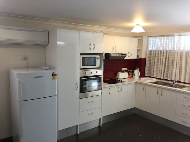 Fully furnished, great access, single bedroom flat - East Victoria Park - Leilighet