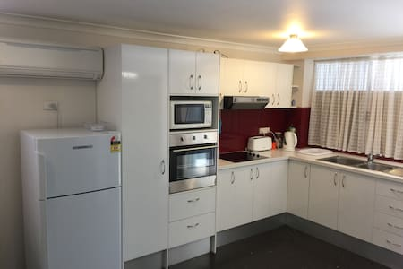 Fully furnished, great access, single bedroom flat - East Victoria Park - Byt