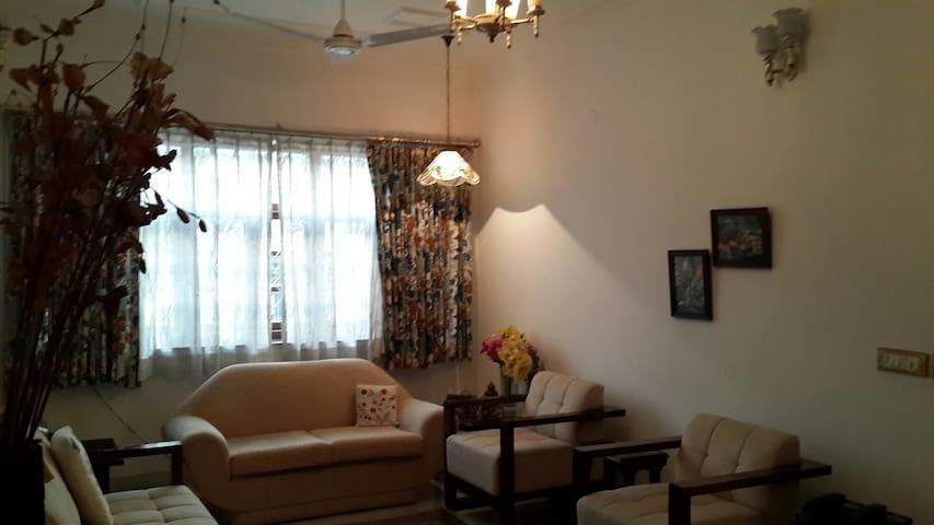 Rooms in duplex flat in Alaknanda, South Delhi