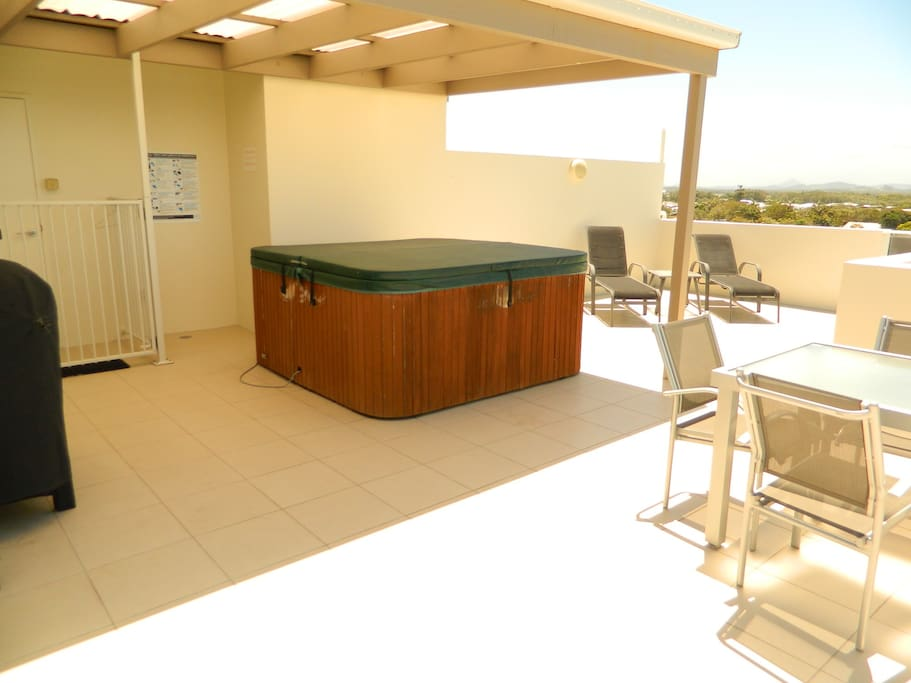 Private Rooftop Deck with Jacuzzi, BBQ & Outdoor Furniture.