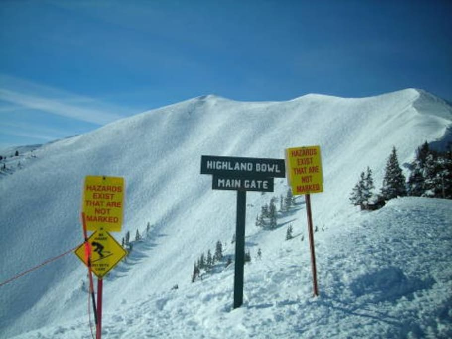 Incredible bowl skiing and boarding. Walk the ridgeline for pristine powder skiing.