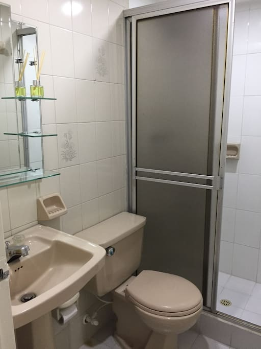 Baño social con ducha
