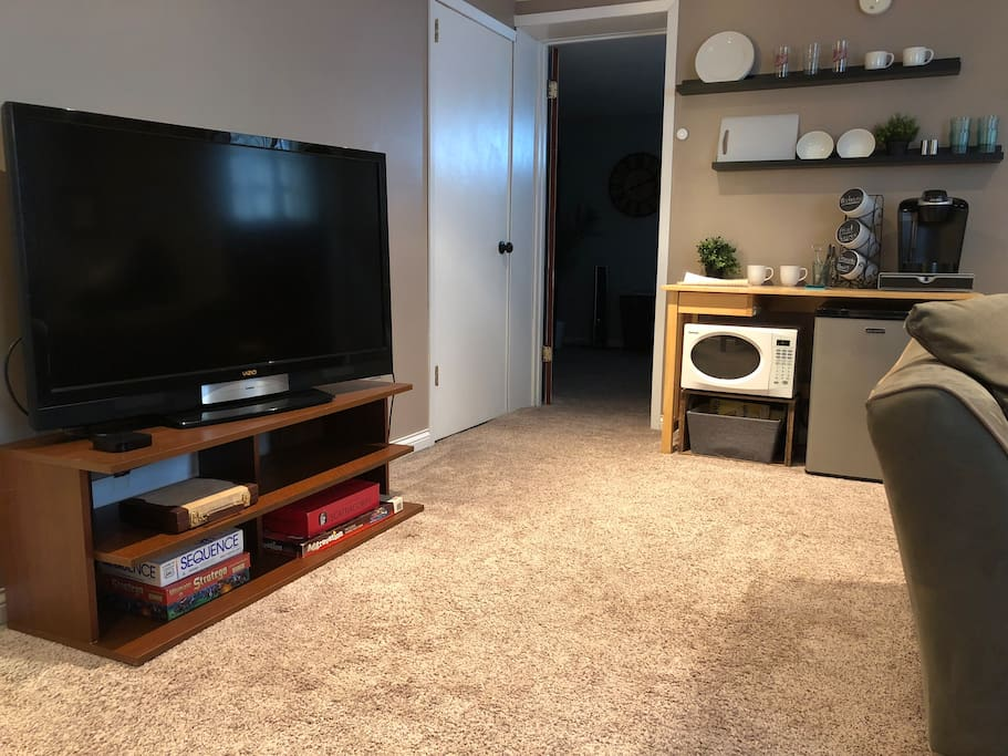 Flatscreen TV with Netflix and Hulu accounts, as well as the basic antenna channels. Coffee and snack bar. Check the fridge for Izzies and water!