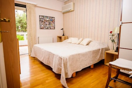 Beachside Hideaway, 2 rooms, full bath & a balcony - Voula