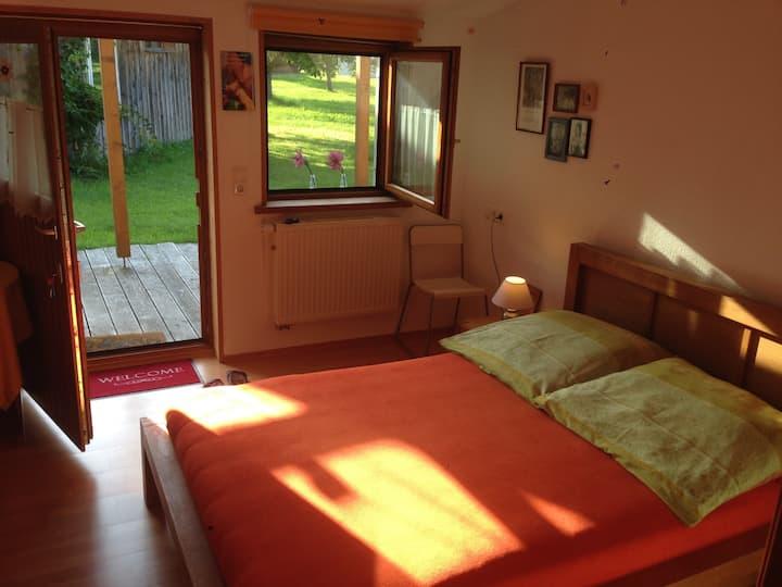 Ruhiges  und sonniges Zimmer auf dem Lande.