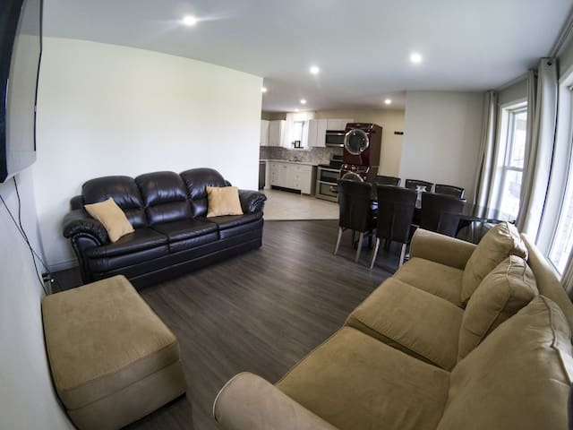 (NO CLEANING FEE) Modern Comfortable Home