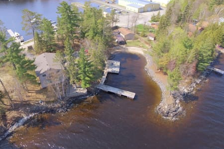 A private Tremolo Cove vacation home on Rainy Lake