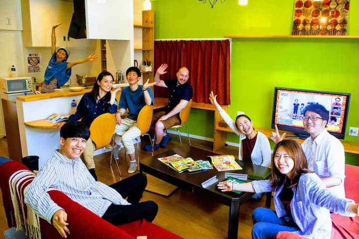 グループ&家族にぴったり! 3LDK一軒家まるまる貸切感覚! カラフルデザイン!