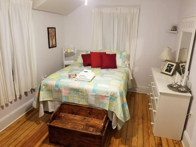 The Bright Room in Tudor Home: near 58 & I95