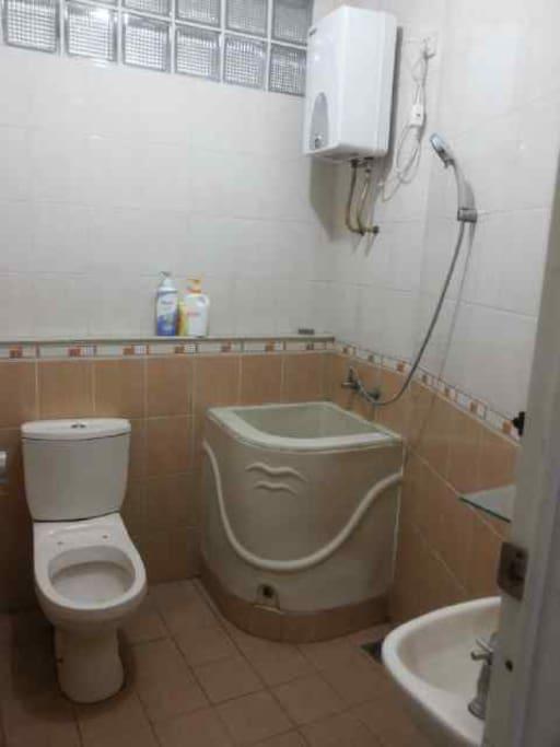 Shared Bathroom , Hot Water