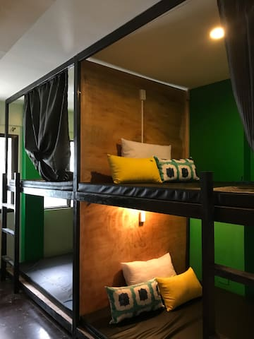 Queen Bunk for Sole Travelers (Aircon + Bfast)