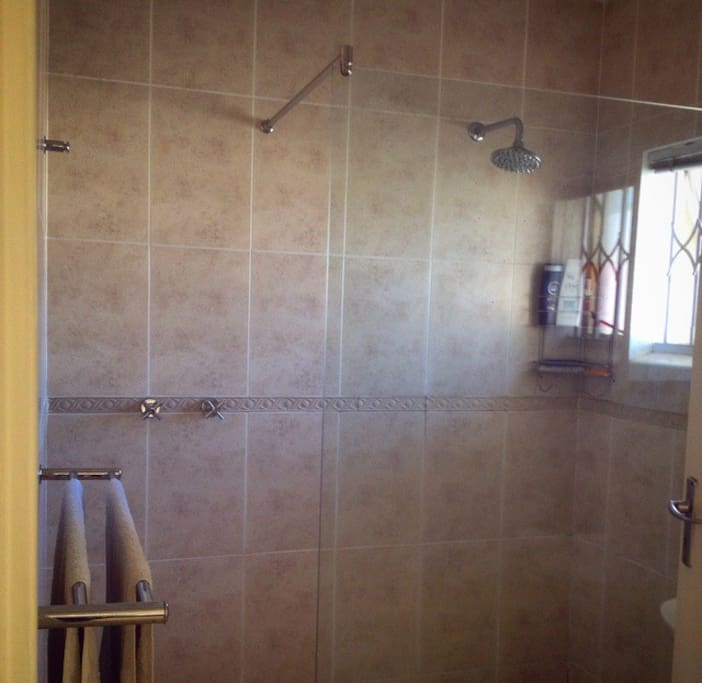 Big catwalk shower with glass wall