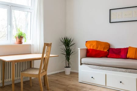 Cozy, central but quiet apartment in a green area - Berlin