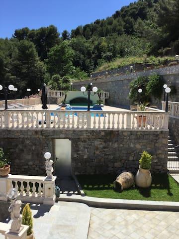 Villa , piscine vue panoramique proche de Monaco