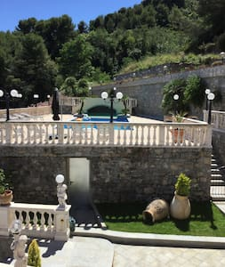 Villa avec piscine calme vue panoramique - Latte